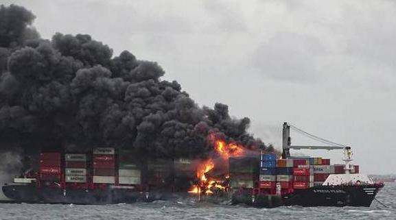 Accidente marítimo en la costa de Colombo, Sri Lanka